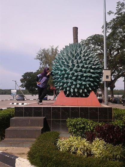 patung duren di malaysia